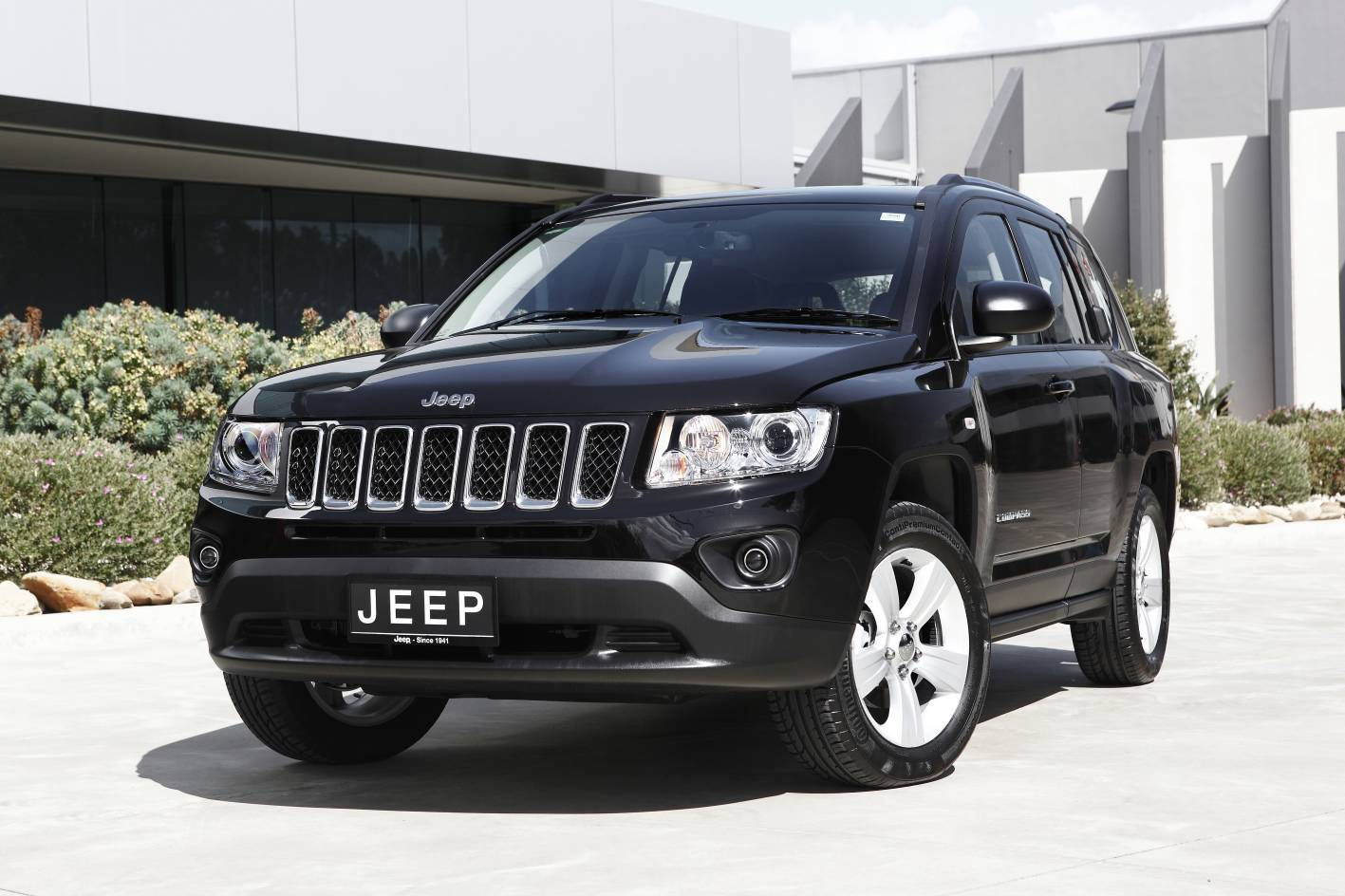 mydrive the compact new jeep compass suv is now on sale in australia combining sophisticated. Black Bedroom Furniture Sets. Home Design Ideas