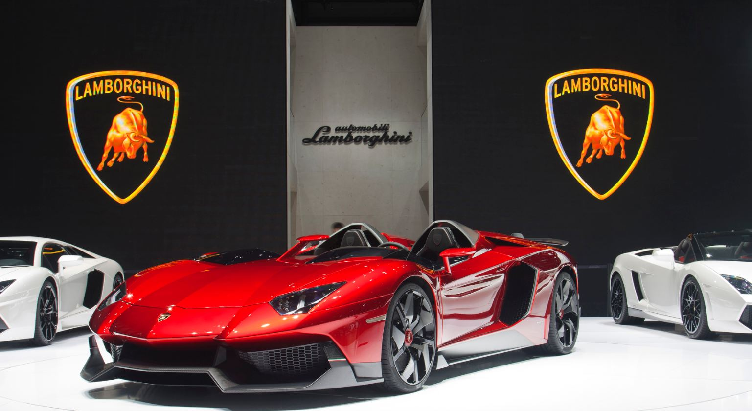 lamborghini aventador j unveil at geneva mydrive media. Black Bedroom Furniture Sets. Home Design Ideas
