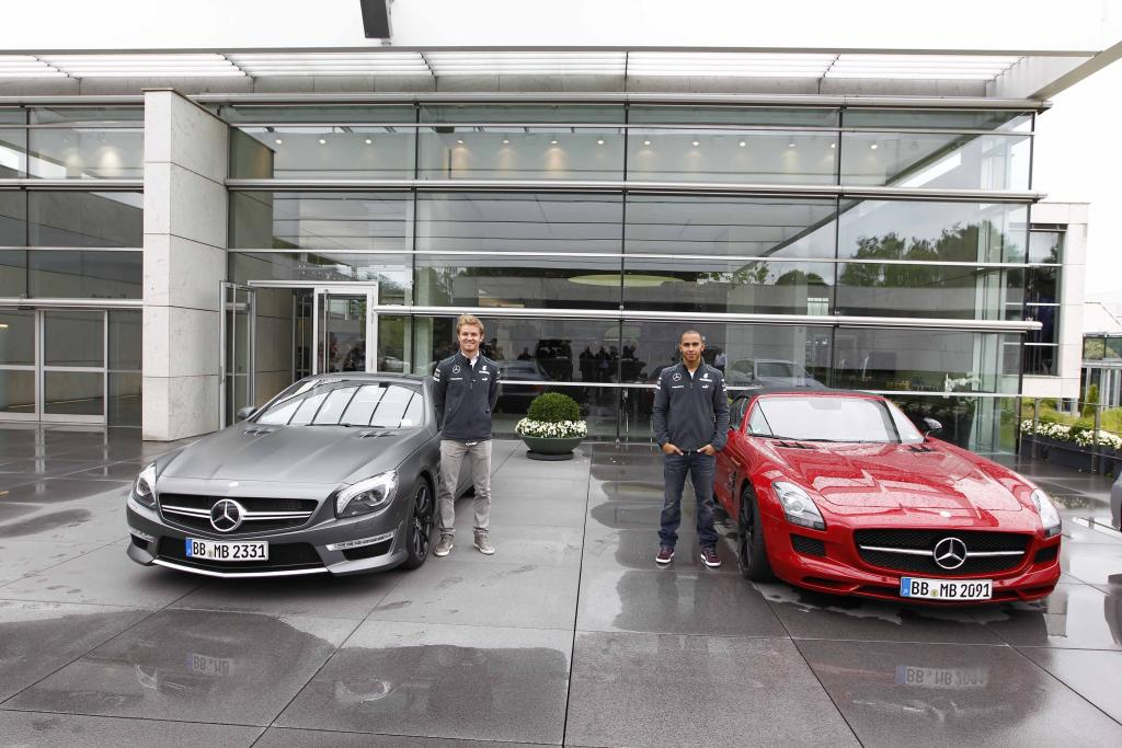 video mercedes amg silver arrow drivers nico rosberg and. Black Bedroom Furniture Sets. Home Design Ideas