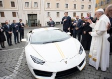 Lamborghini donates Huracan to Pope Francis for Charity Auction
